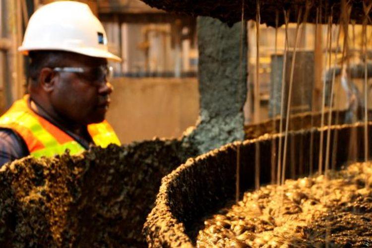 Proses flotasi atau pengapungan mineral tambang, seperti tembaga, emas, dan perak. Proses itu dilakukan untuk memperoleh konsentrat yang terdiri dari tembaga, emas, dan perak. Konsentrat itu kemudian dialirkan ke Pelabuhan Amamapare, dikeringkan, dan kemudian dikirim ke pabrik-pabrik pengecoran.