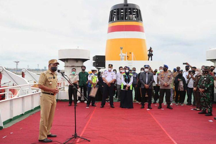 Wali Kota Makassar, Mohammad Ramadhan 'Danny' Pomanto resmi menghentikan isolasi apung di Kapal Umsini, Senin (20/9/2021)