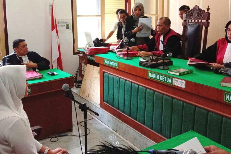 Terdakwa Febi Nur Amelia dituntut dua tahun penjara pada persidangan yang digelar di PN Medan, sidang diketuai majelis hakim Sri Wahyuni dan Jaksa Penuntut Umum Randi H Tambunan, Selasa (14/7/2020)