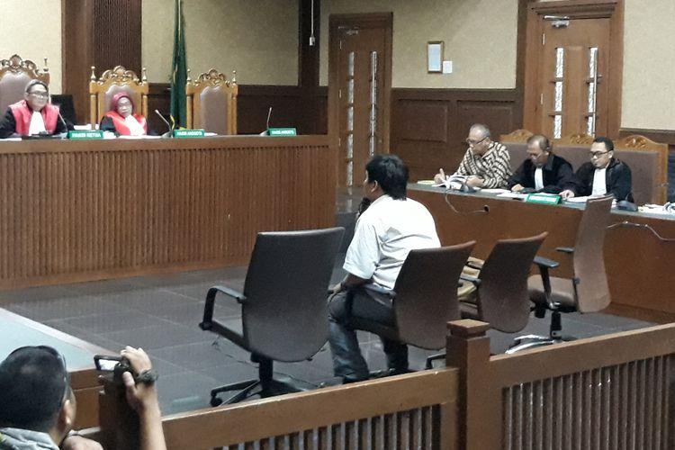 Mantan wartawan Hilman Mattauch bersaksi di Pengadilan Tipikor Jakarta, Senin (9/4/2018).