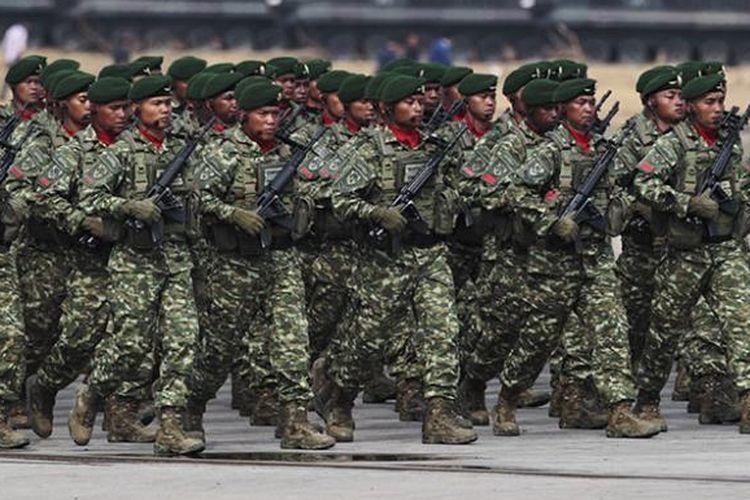 Geladi bersih HUT Ke-70 Tentara Nasional Indonesia di Dermaga Indah Kiat, Cilegon, Banten, Sabtu (3/10/2015).
