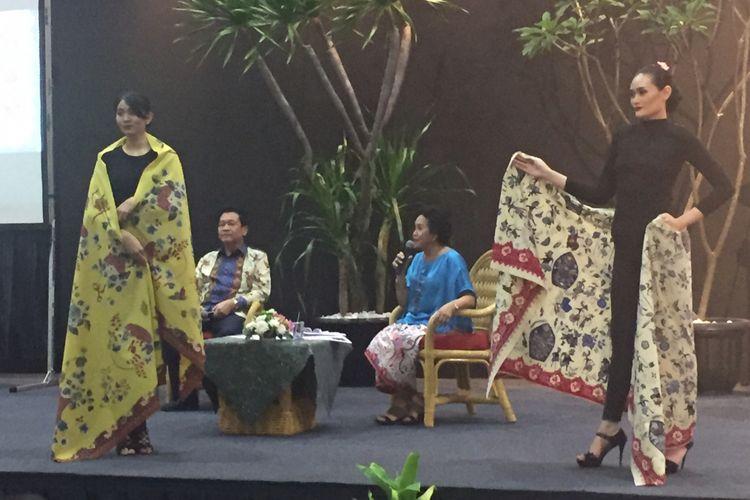 Hartono Sumarsono (dua dari kiri) di peluncuran buku Batik Betawi