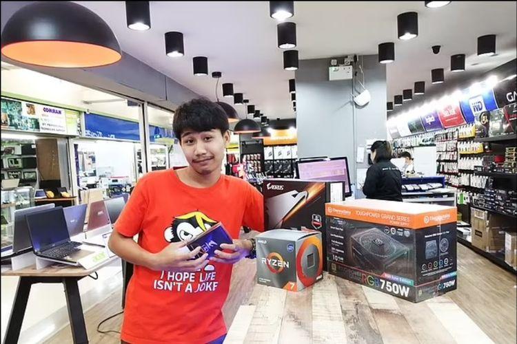 Danai Makmek, seorang pria di Chonburi, Thailand, yang tewas tersetrum setelah mencoba memperbaiki komputer yang dipakainya menambang Bitcoin.