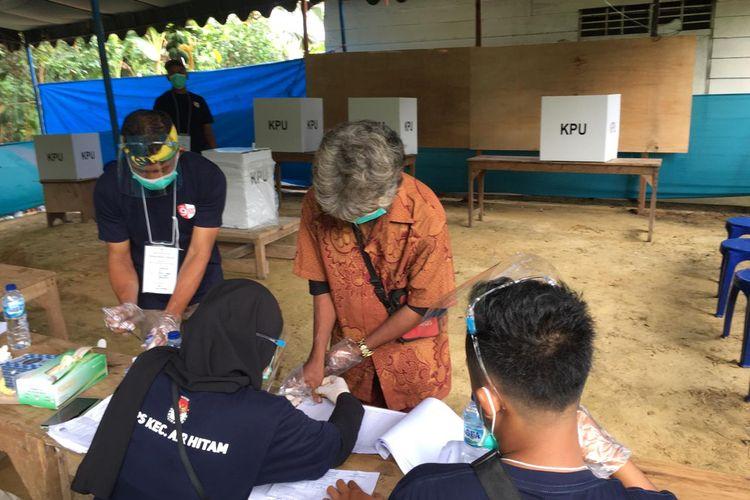 Tungganai Kelompok Kedundong Mudo, Basemen saat memilih di TPS 06 RT 3 Desa Bukit Suban, Kecamatan Air Hitam, Sarolangun