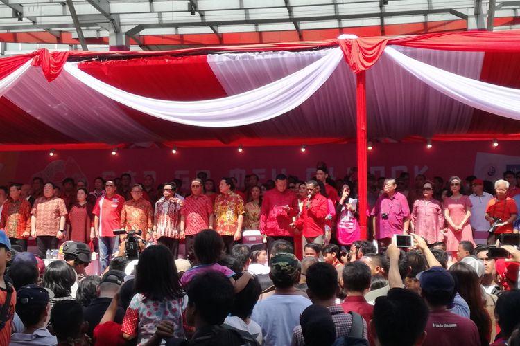 Petinggi negara menghadiri Festival Cap Go Meh di LTC Glodok, Jakarta, Minggu (4/3/2018).