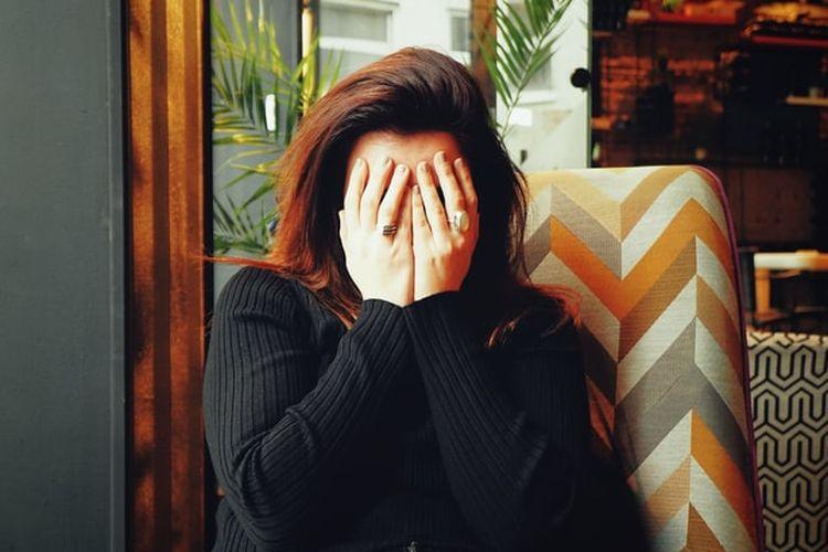 Kegagalan dalam mengatasi perasaan insecure bisa berdampak negatif terhadap relasi, karir, dan kehidupan secara umum, bahkan memicu depresi.