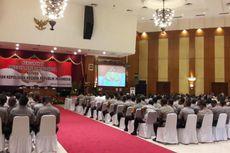 Saat Jokowi dan Polisi Makan Nasi Kotak dengan Menu Sama