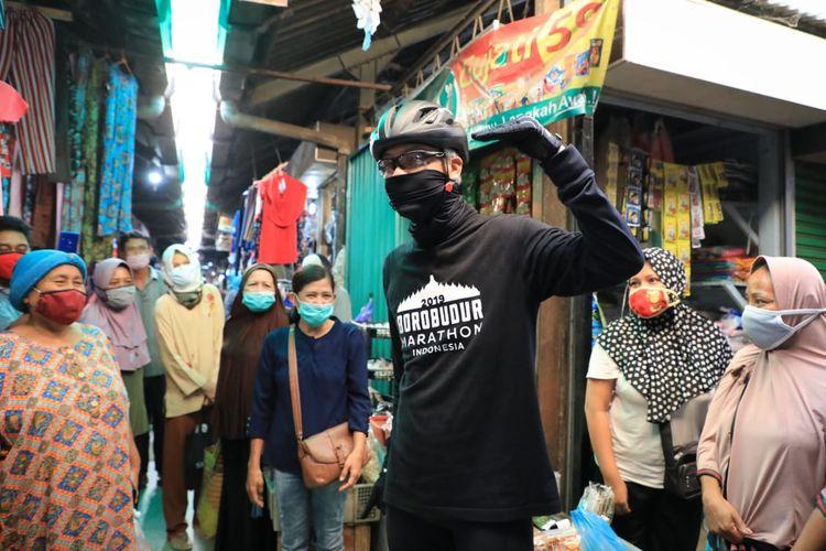 Gubernur Jawa Tengah Ganjar Pranowo saat melakukan sidak ke sejumlah pasar di Kota Semarang, Jumat (12/6/2020). Salah satu pasar yang dia kunjungi Pasar Mangkang Semarang.