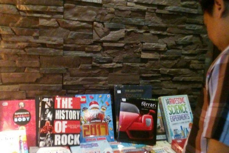 Pada bazar buku 24 jam tersedia 5 juta buku. Dari jumlah itu, 1 juta buku ditulis dengan bahasa Indonesia.