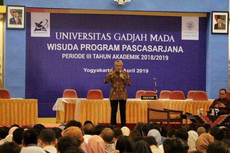 Direktur Utama PGN Gigih Prakoso memberi pembekalan pada calon wisudawan Program Pascasarjana UGM Periode III Tahun Ajaran 2018/2019, Rabu (24/4/2019).