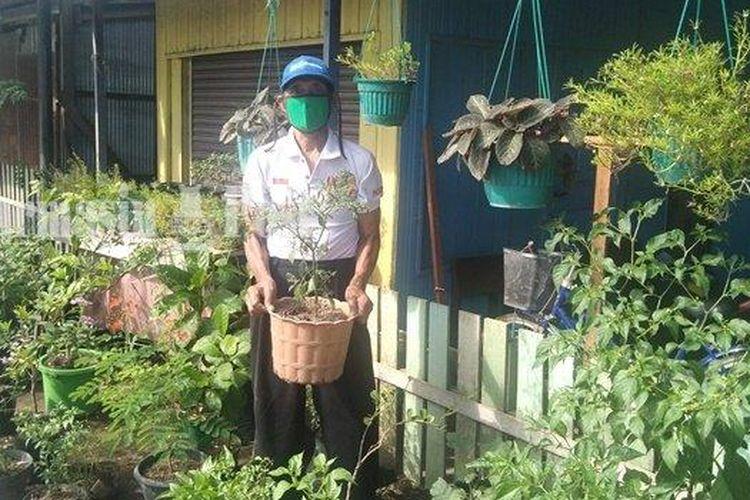 Sehman, warga Jalan Gatot Subroto, Kompleks A Yani I, Kota Banjarmasin, Kalimantan Selatan, meraih prestasi dari Menteri Pertanian.