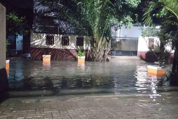 Banjir di RW 04, Kelurahan Tengah, Kramat Jati, Jakarta Timur, Senin (16/3/2020).