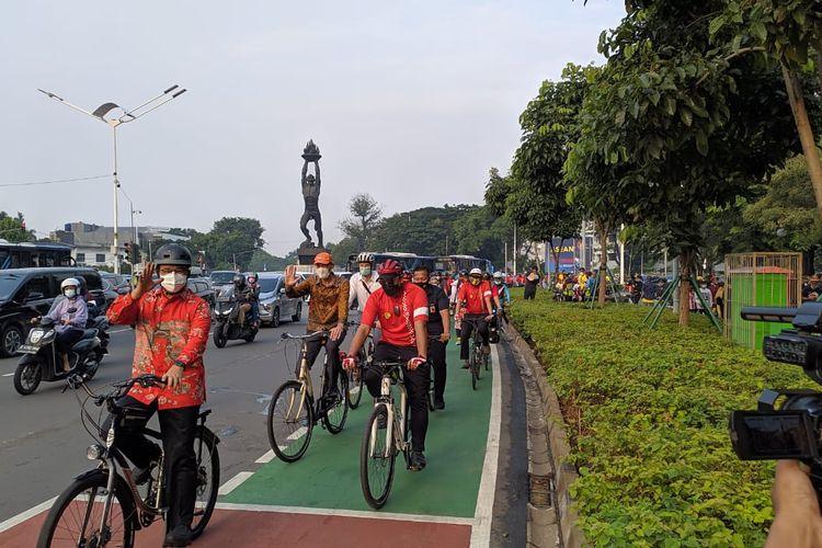 Gubernur DKI Jakarta Anies Baswedan gowes bersama rayakan Hari Sepeda Dunia, Kamis (3/6/2021)
