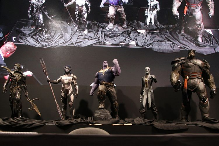 Patung pasukan Black Order dipamerkan di D23 Expo yang digelar di Anaheim Convention Center, Anaheim, California, pada 14-16 Juli 2017. AVENGERS: EVENT & SIGNING