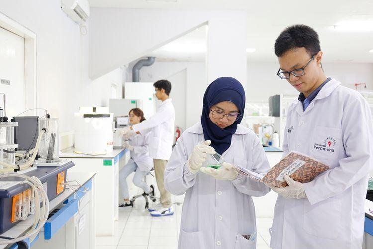 Universitas Pertamina sediakan beberapa beasiswa untuk bantu anak Indonesia tidak putus sekolah.