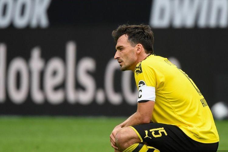 Bek Dortmund, Mats Hummels, bereaksi saat pertandingan sepakbola Bundesliga divisi satu Jerman, BVB Borussia Dortmund v TSG 1899 Hoffenheim pada 27 Juni 2020 di Dortmund, Jerman barat.