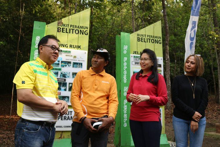 Para pembicara tengah memperkenalkan Bukit Peramun Belitung kepada awak media dalam acara Kafe BCA on the Road, Sabtu (9/11/2019).