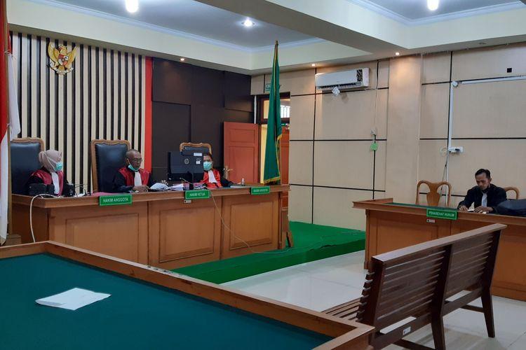 Suasana sidang vonis seumur hidup terdakwa narkotika Maharani Putri Pratama (20) di Pengadilan Negeri Jambi, pasa Kamis (7/17/2021).