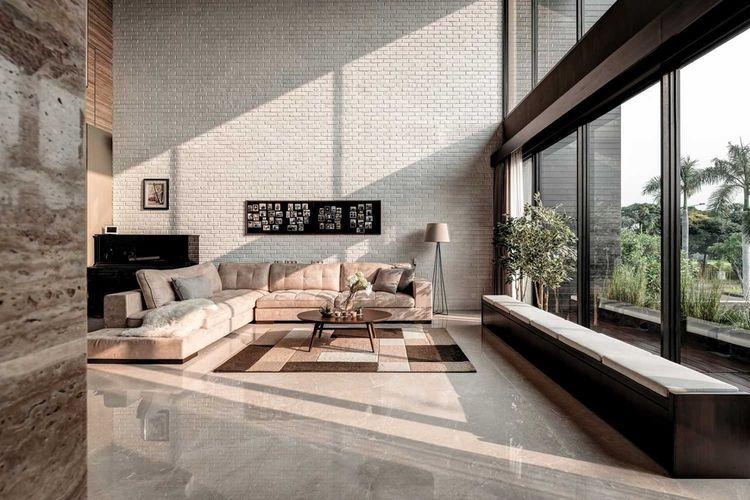 Warna cokelat dan hitam R+E house di Jakarta karya DP+HS Architects