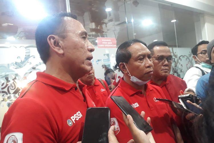 Ketua Umum PSSI, Mochamad Iriawan, dan Menteri Pemuda dan Olahraga, Zainudin Amali, berbicara kepada media di sela-sela acara pembukaan Liga 2 2020 yang mempertemukan Persiba Balikpapan vs Kalteng Putra pada Sabtu (14/3/2020).