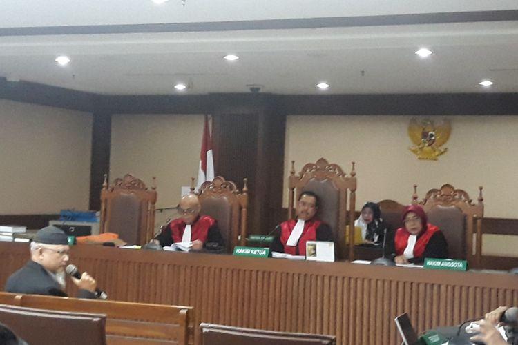 Terdakwa mantan petinggi Lippo Group, Eddy Sindoro menghadirkan ahli digital forensik dari Universitas Islam Indonesia Yudi Prayudi di Pengadilan Tindak Pidana Korupsi Jakarta, Senin (18/2/2019).