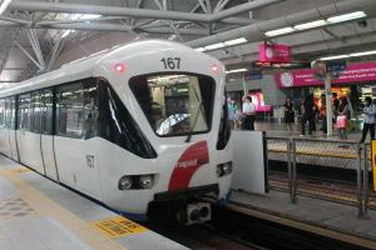 MRT merupakan transportasi umum yang mudah dan murah di Kuala Lumpur.