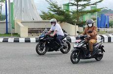 Perdana Masuk Kerja, Bupati Seluma dan Wakilnya Berangkat Naik Motor