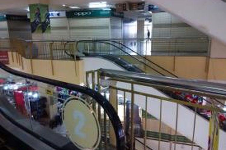 Suasana salah satu sisi pusat perbelanjaan Thamrin City pada Senin (26/10/2015) siang.
