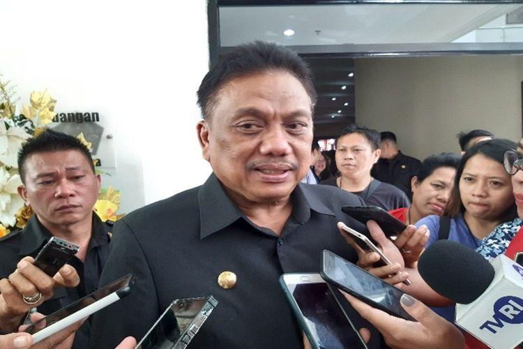 Gubernur Sulut Olly Dondokambey saat diwawancara usai rapat paripurna di Kantor DPRD Sulut, Jumat (15/11/2019) pukul 10.30 Wita