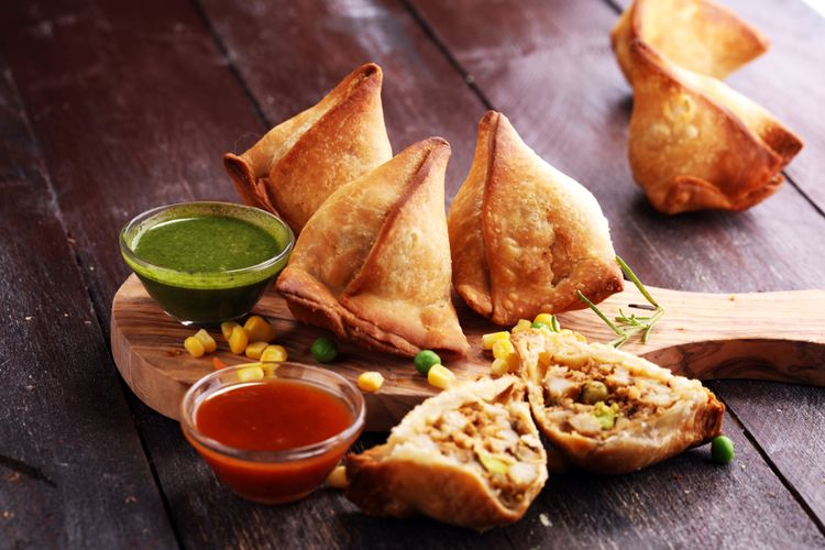 Ilustrasi samosa atau samsa, makanan khas Diwali di India.
