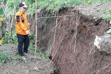 Pergerakan Tanah Sebabkan Jalan Ambles, Ratusan Warga Cianjur Terisolasi