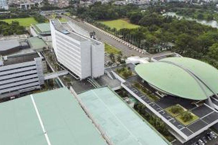 Kawasan Gedung Parlemen di Senayan, Jakarta, Senin (27/4/2015). Rencana DPR untuk membangun gedung baru menuai pro dan kontra di masyarakat. DPR beralasan pembangunan gedung baru itu untuk mengatasi keterbatasan ruangan. Selain untuk ruang kerja, nantinya juga akan dibangun museum, pusat penelitian, dan perpustakaan.