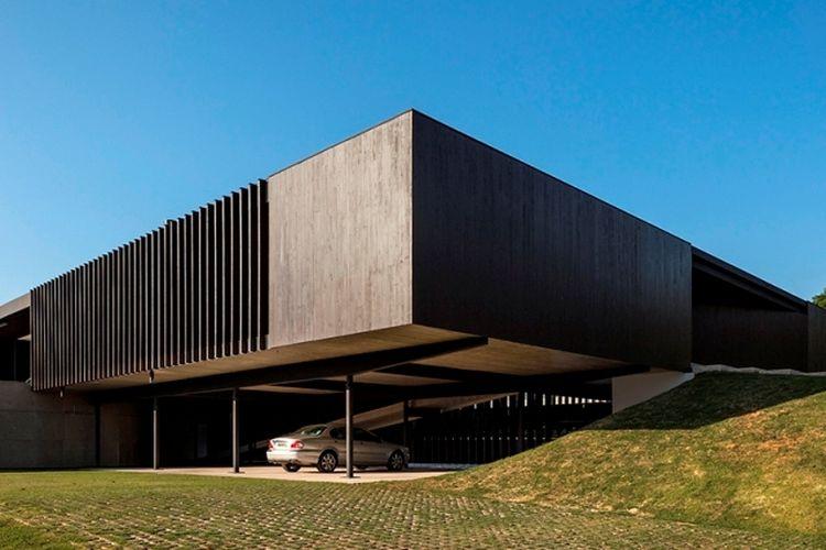 Rumah yang digunakan menggunakan panel CLT, rancangan firma arsitektur Brasil, Sergio Sampaio Arquitetura.