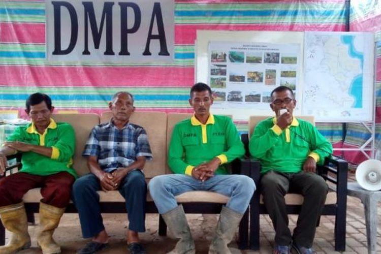 Para petani Program Desa Makmur Peduli Api bercerita mengenai keuntungan setelah tak lagi membuka hutan dengan melakukan pembakaran lahan.