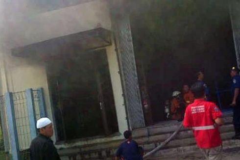 Pompa Air Baku Terbakar, Jakarta Makin Krisis Air Bersih