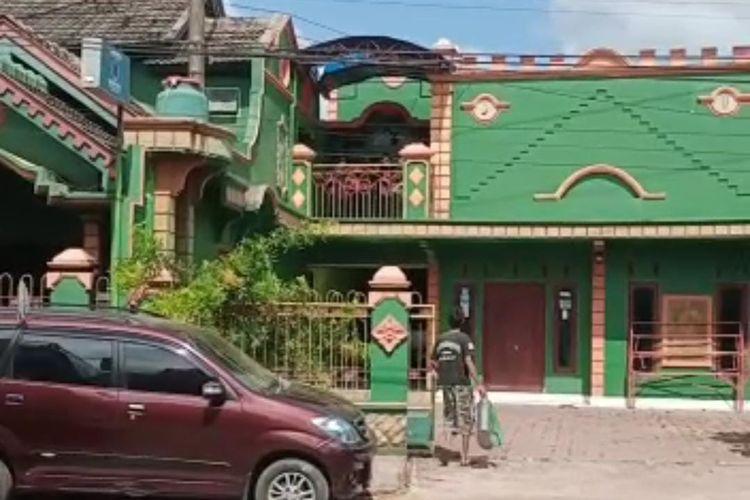 Rumah almarhum H Sanusi Muhtar Fadilah yang meninggal dunia saat menjalani isolasi mandiri pada Minggu (18/7/2021)