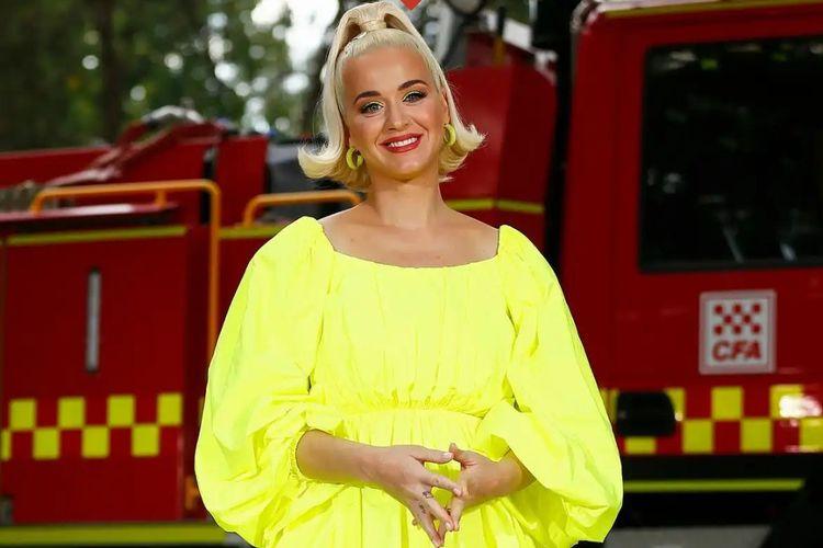 Katy Perry kerap memamerkan foto hamil dengan busana berwarna cerah
