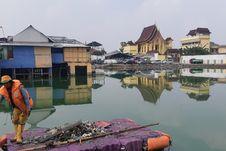 BERITA FOTO: Kampung Apung, Terendam Banjir Menahun hingga Jadi Mengapung