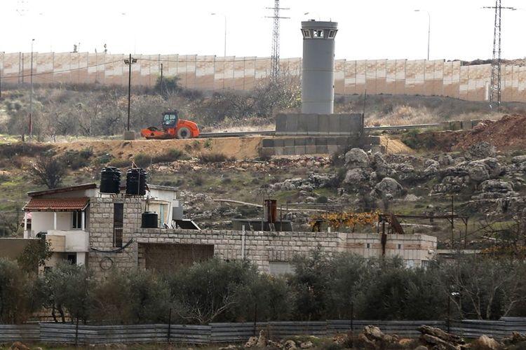 Rumah keluarga Jumaa yang terletak di dalam tembok perbatasan Israel dan Palestina (25/12/2017).