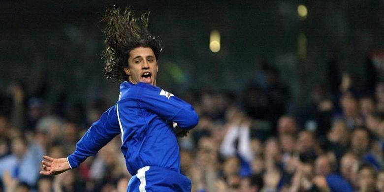 Hernan Crespo merayakan gol Chelsea ke gawang Bolton pada partai Premier League di Stadion Stamford Bridge, 13 Desember 2003.