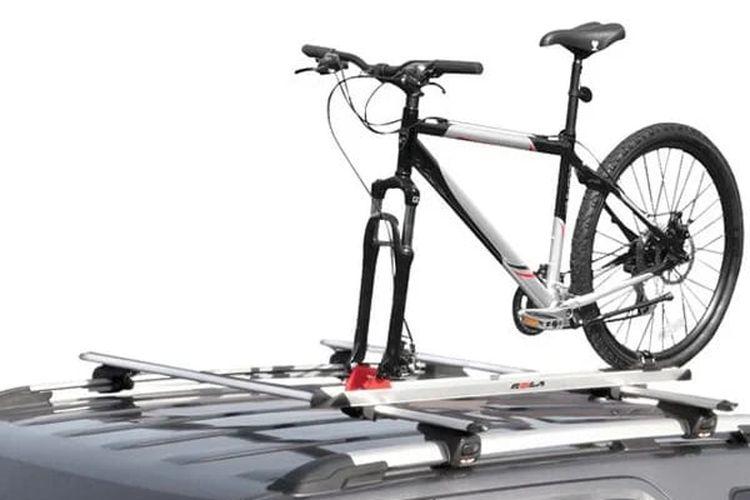 Ilustrasi membawa sepeda menggunakan rak sepeda (bike rack)