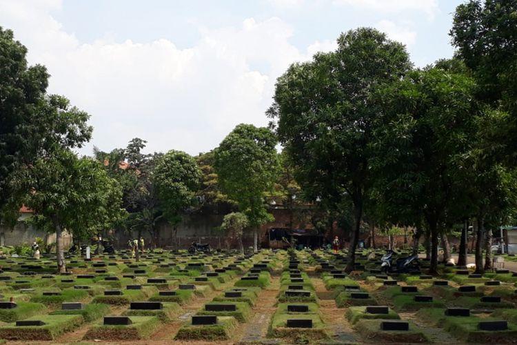 Kondisi lahan pemakaman di TPU Jeruk Purut, Jakarta Selatan, tampak beraturan, Kamis (29/3/2018). Ada jarak antar-makam yang digunakan sebagai jalan.
