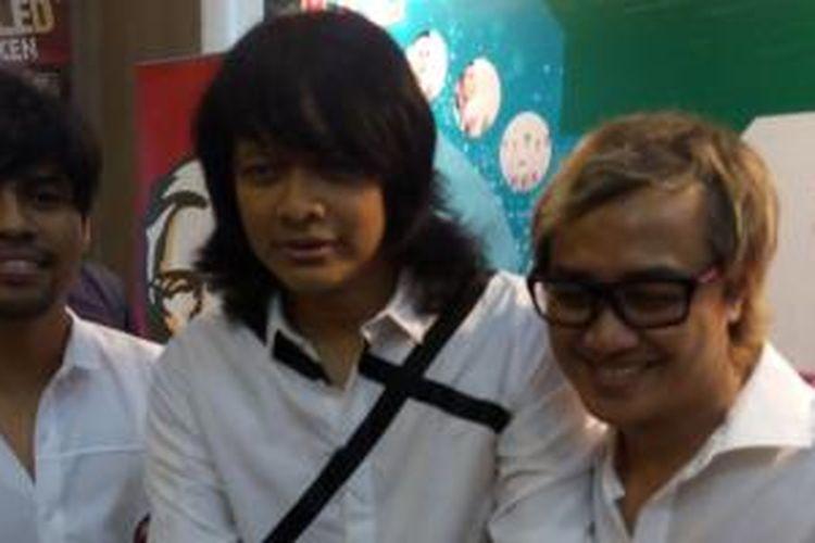 Grup band GIGI yang terdiri Hendy, Armand, dan Thomas diabadikan tanpa Dewa Budjana dalam acara peluncuran album religi Mohon Ampun, di kawasan Kemang, Jakarta Selatan, Rabu (10/6/2015).