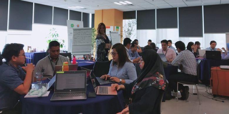 Para peserta sedang mengikuti English Communications for Disaster Management for ASEAN, program pelatihan Bahasa Inggris untuk petugas tanggap bencana se-ASEAN, dari tanggal 1-20 Juli 2019 di AHA Centre, Graha BNPB, Jakarta Timur.