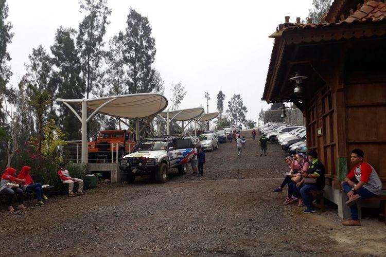 Teras Bromo di lokasi Plataran Bromo, Desa Ngadiwono, Tosari, Pasuruan, Jawa Timur yang jadi pos jeep atau jeep spot baru menuju kawasan Bromo Tengger, Sabtu (21/4/2018).