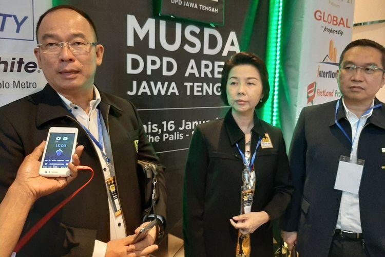 Ketua Umum AREBI Lukas Bong (kiri) bersama Ketua DPD AREBI Jawa Tengah Winasis MS (tengah) dan Sekretaris Jenderal AREBI Sulihin Widjaja (kanan).