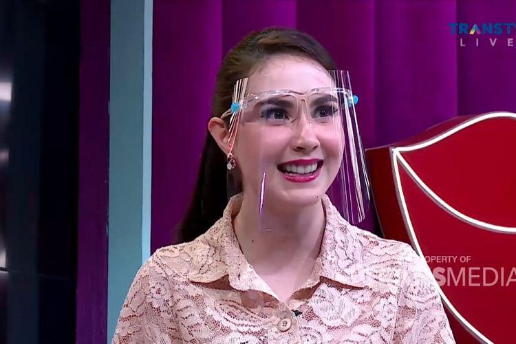 Arumi Bachsin dalam acara Rumpi. (Bidikan layar YouTube Trans TV Official).