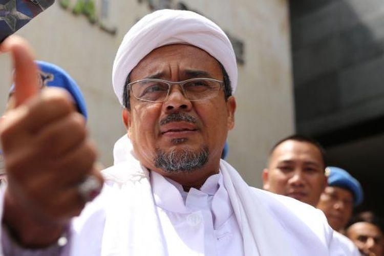 Pimpinan Front Pembela Islam, Rizieq Shihab tiba di Kantor Direktorat Reserse Kriminal Umun, Polda Metro Jaya, Jakarta, Rabu (1/2/2017).