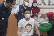 Dipakai Ariel NOAH saat Vaksin Covid-19, Kaus Ini Laris Manis