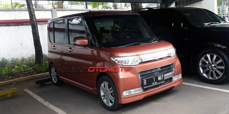 Salah satu kei car asal Jepang, Daihatsu Move.
